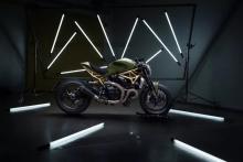 Μια χρυσή Ducati Monster 1200R