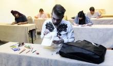 43 σχεδιαστές μόδας περιμένουν τη γνώμη σου