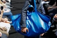 O οίκος Balenciaga αντέγραψε την τσάντα της IKEA και η αντίδραση της εταιρείας είναι απολαυστική!