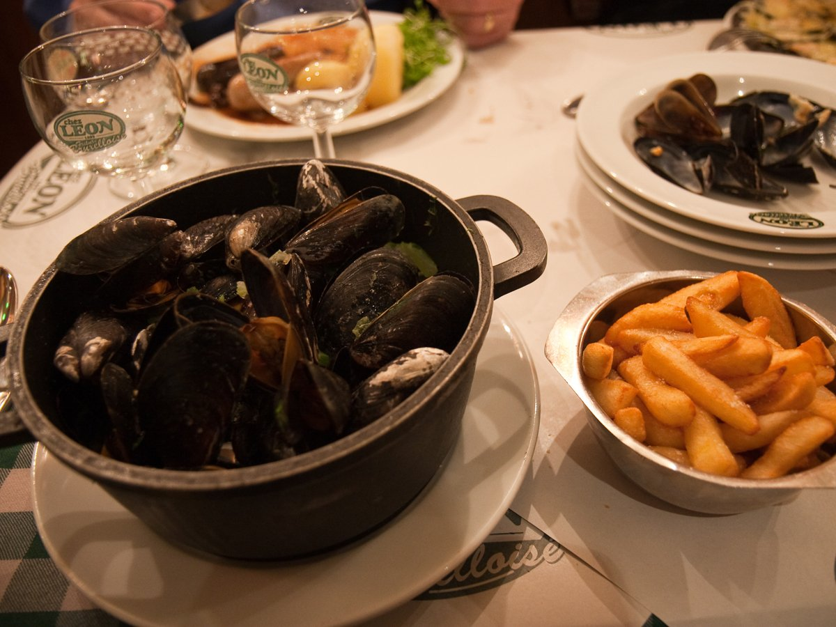 dig-into-a-steaming-bowl-of-moules-frites-in-brussels