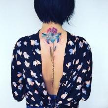 17 αισθητικά όμορφα Τατουάζ για την σπονδυλική σας στήλη