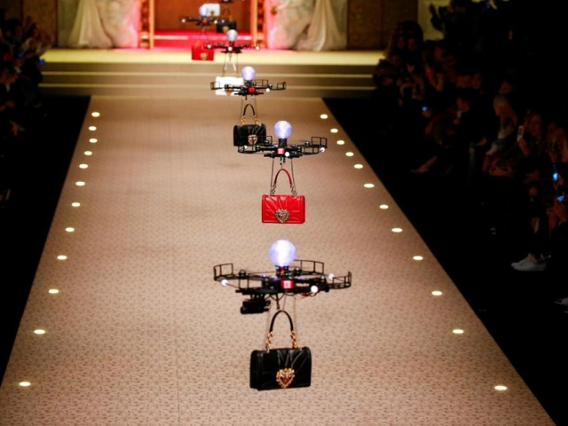 Dolce & Cabana fashion show με Drones (video)