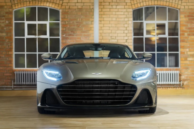 Η επετειακή Aston Martin DBS Superleggera